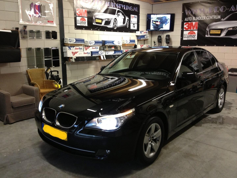 Deze mooie BMW 520i >>geblindeerd / Tinted / beplakt met zwarte ...