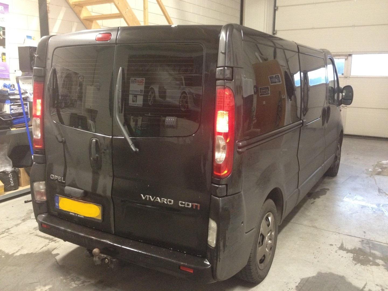 Deze mooie Opel Vivaro bus van autobedrijf Opel rijkmans in ...