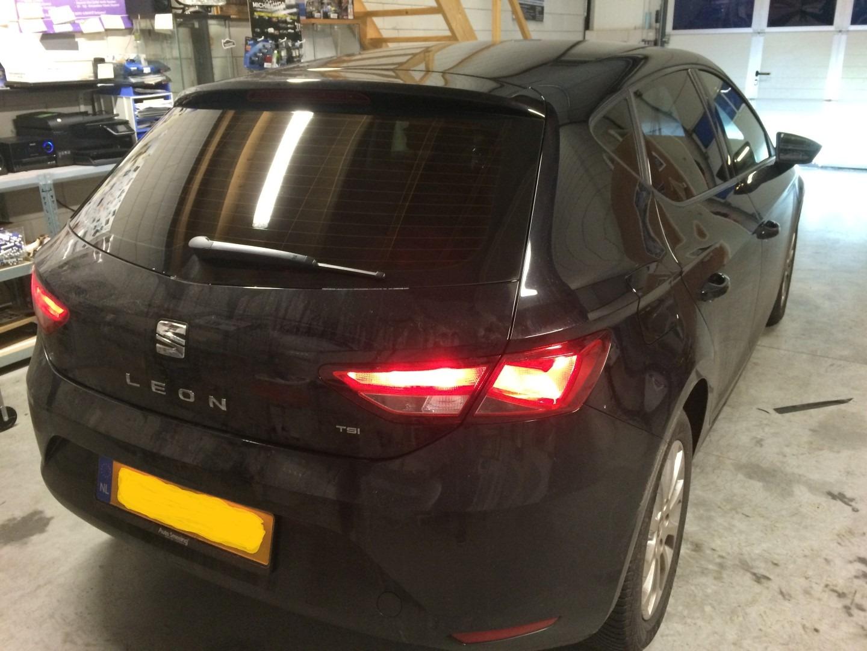 Deze mooie Seat leon >> Geblindeerd / tinted /beplakt met zwarte ...