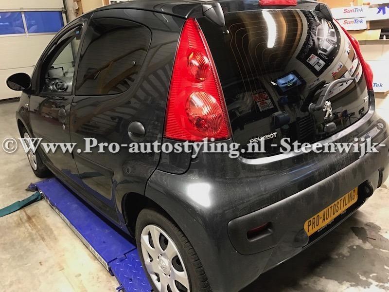 Deze mooie Peugeot 107 >> Geblindeerd / tinten / beplakt door Pro ...