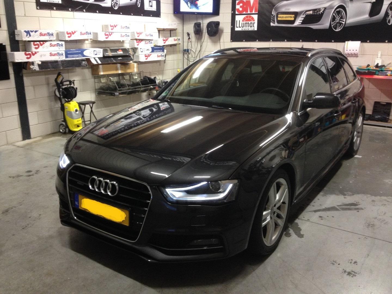 Deze mooie Audi S-line >>geblindeerd / Tinted / beplakt met zwarte ...